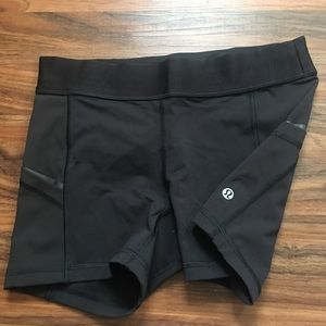 Lululemon black short size 6